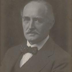 Esme William Howard 1918.jpg