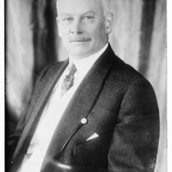 Elbert_Henry_Gary_(ca._1915).jpg
