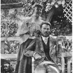 440px-Е._Е._Лазарев_с_женой_Ю._А._Лазаревой_на_ферме_(1900).png