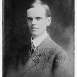 George_Helgesen_Fitch_circa_1915.jpg