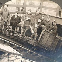 Coal_miners_in_Hazleton_PA_1900.jpg
